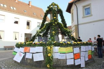 Wunschbrunnen in der Osterzeit